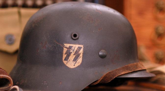 SS-Runen und Hakenkreuze geschmiert