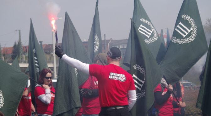 Neonazis verteilen Anti-EU-Flugblätter