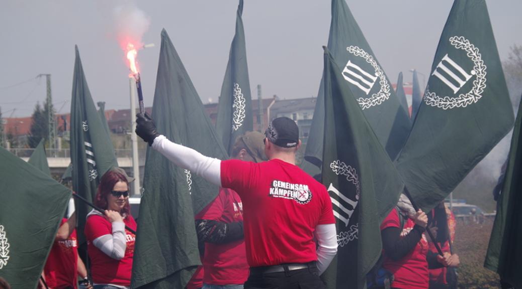 Aufmarsch der Partei »Der III. Weg« am 1. Mai 2016 in Plauen. Später liefern sich die Neonazis gewalttätige Auseinandersetzungen mit der Polizei. ©S. Lipp