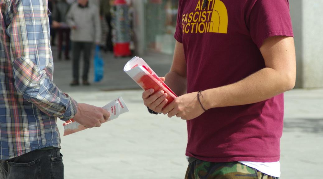 »Memmingen sieht rot! Remembering means fighting«: Infostand zur am 14. April 2018 in Memmingen
