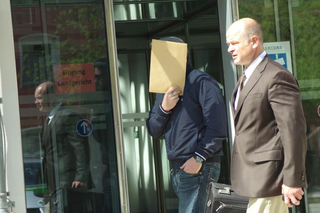 Rechtsanwalt Alexander Heinig und Plattenproduzent Benjamin Einsiedler zum Prozessauftakt gegen Oldschool Records am 17. April 2018 vor dem
