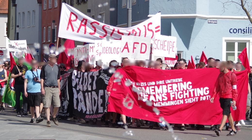 »Farbe bekennen für eine solidarische Gemeinschaft«: Rund 220 Menschen demonstrieren am 21. April in Memmingen.