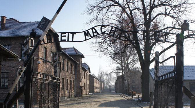 Spitzhacke und Nazi-Parolen