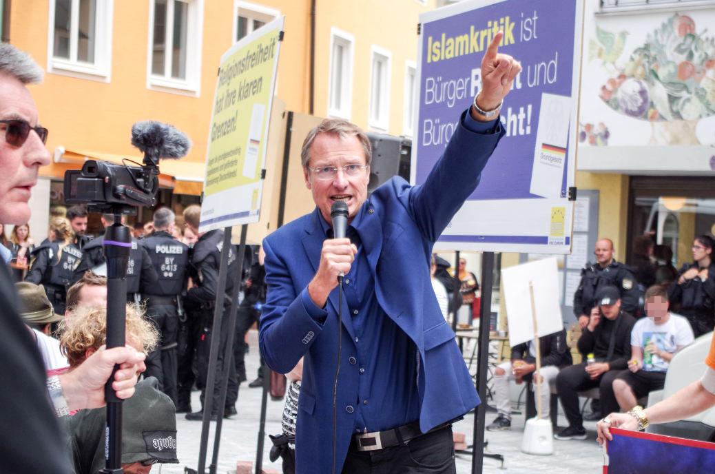 Michael Stürzenberger auf seiner fünfstündigen Anti-Islam-Kundgebung in Kaufbeuren.