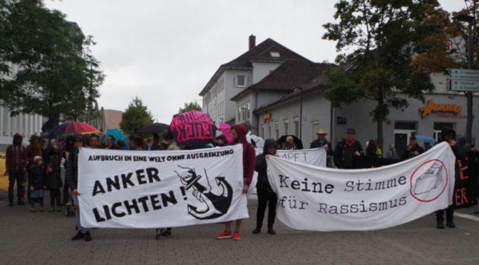 Für einen »Aufbruch in eine Welt ohne Ausgrenzung« und gegen Ankerzentren demonstrierten knapp 100 Menschen am 25. August in Ravensburg.