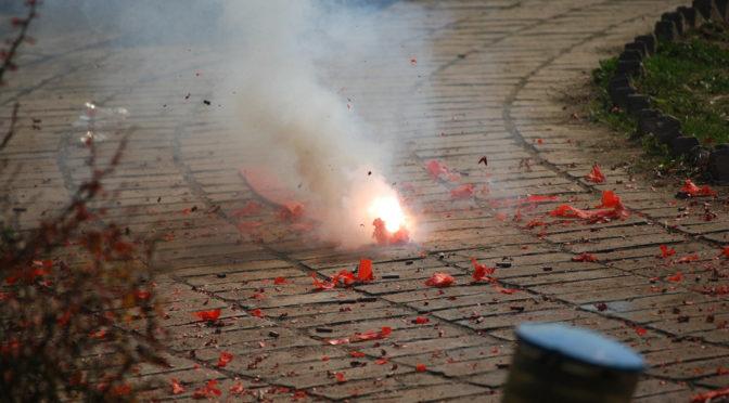 Mann hortet illegale Sprengmittel und greift Ägypter an