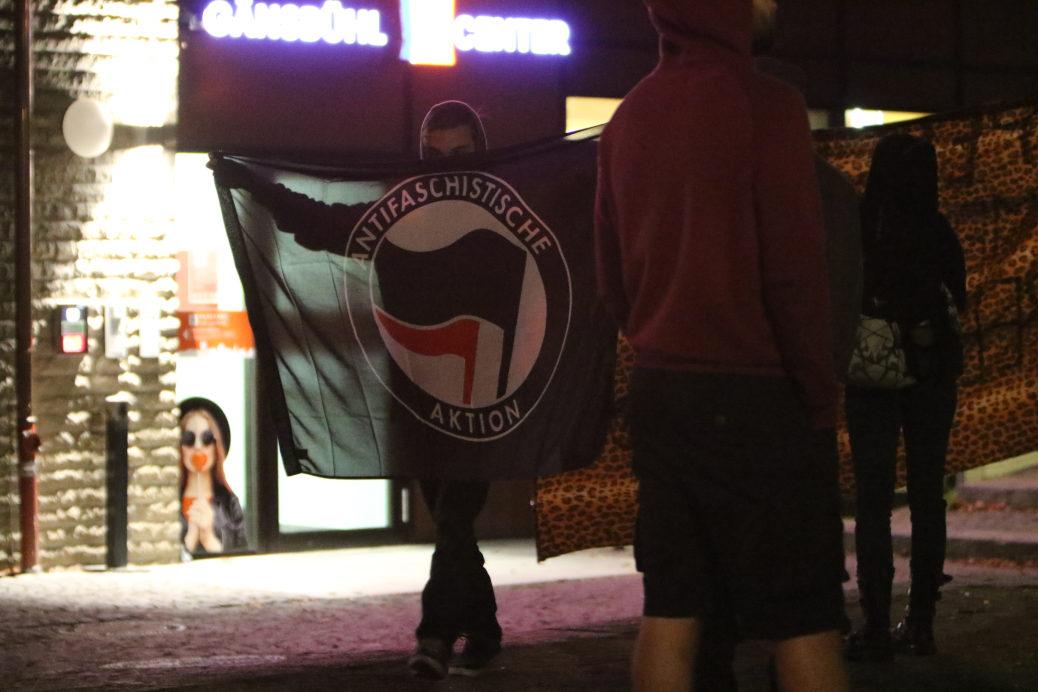 Eigentlich wollten am Montag Rechte 500 Menschen auf dem Marktplatz aufmarschieren lassen. Stattdessen demonstrierten nach Angaben der Veranstalter 2500 Menschen gegen Rassismus.
