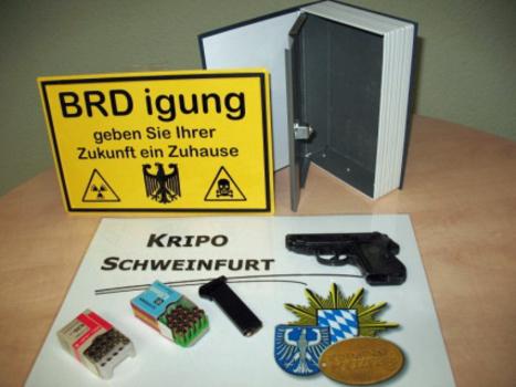 Eine der im Rahmen der Razzia gegen den Bundesstaat Bayern aufgefundenen Wafifen (Bild: Polizei Bayern)