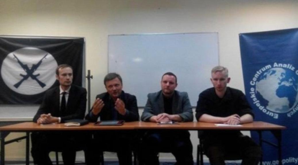Der Journalist und Rechtsextremismus-Experte Anton Shekhovtsov verbreitete bei Twitter ein Foto, auf dem der Angeklagte Michal P. und Ochsenreiter zusammen zu sehen sein sollen.