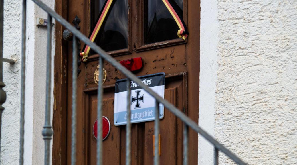 Am Samstag deckt Allgäu ⇏ rechtsaußen den geheimen Auftrittsort einer Band aus dem Allgäu auf - noch bevor die Gäste ihn kennen. Die Polizei zeigt dennoch kaum Interesse. Ein Rechercheprotokoll.