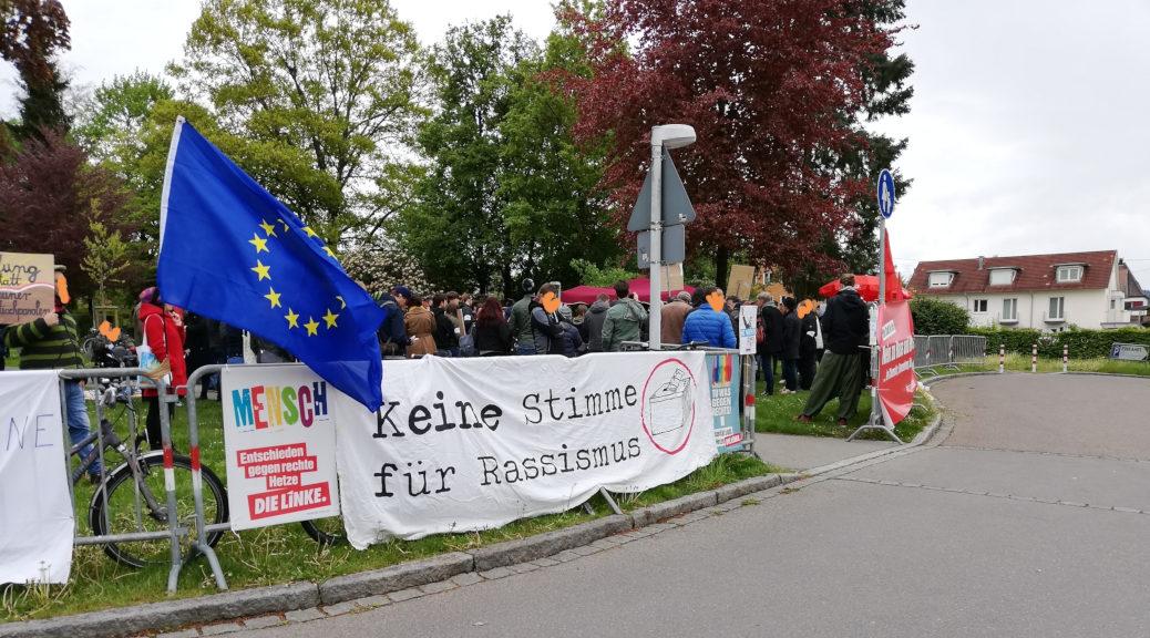 Bis zu 200 Menschen protestieren am 5. Mai 2019 gegen einen Wahlkampfauftritt von Alice Weidel und Rainer Rothfuß. Photo: Keine Stimme für Rassismus