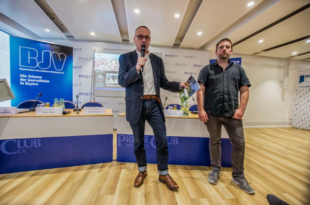 Eine Jury des Bayerischen Journalisten-Verbandes (BJV) würdigt die Arbeit von Allgäu rechtsaußen beim bundesweit ausgeschriebenen Wettbewerb zum Tag der Pressefreiheit. ©Sachelle Babbar
