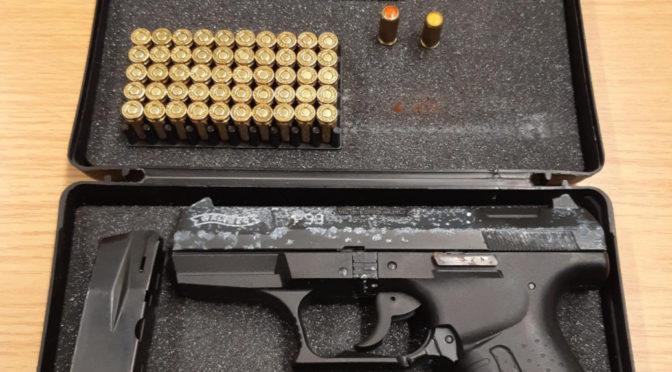 Diese Schreckschusspistole samt Munition stellten die Bundespolizisten sicher. Photo: Bundespolizei