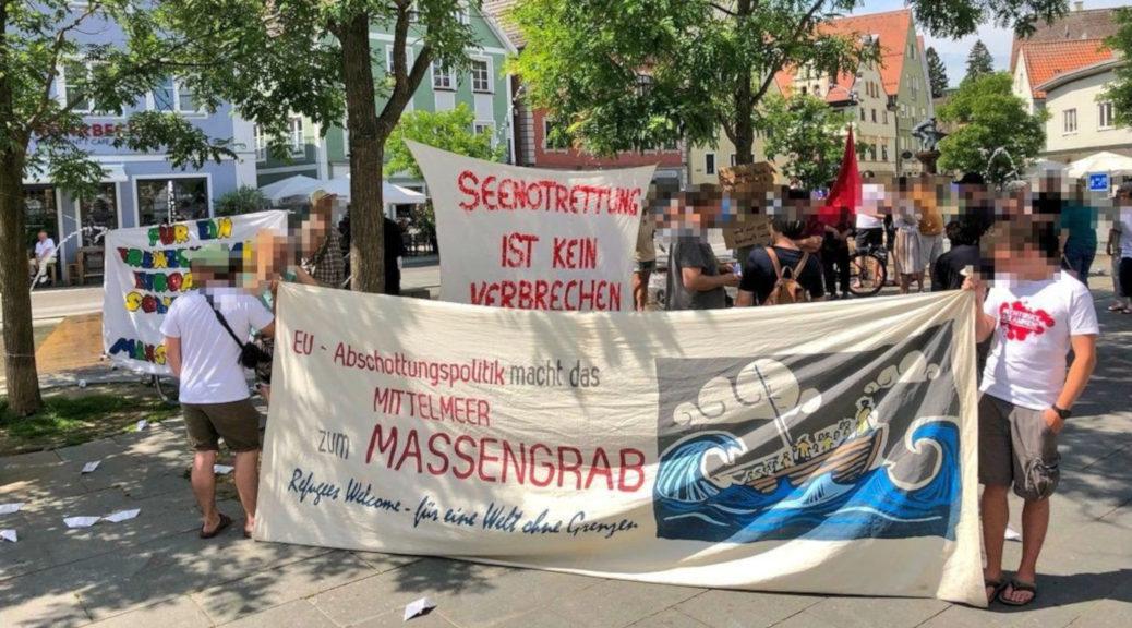 »Seenotrettung ist kein Verbrechen«: Bis zu 80 Menschen demonstrieren in Memmingen für die Seebrücke.