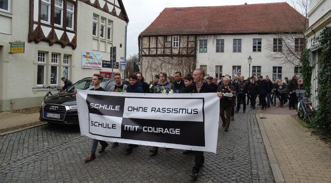 Fahne in Schule angezündet