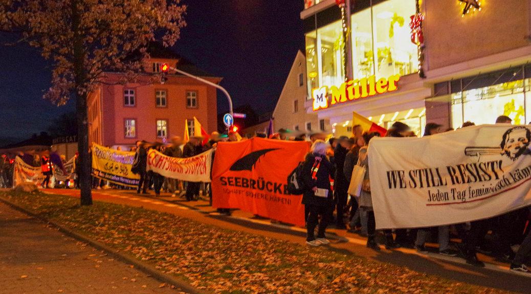 Auch aus Solidarität mit Geflüchteten demonstrierten am 6. Dezember 2019 viele für eine Unterstützung antifaschistischer Arbeit in Kempten.