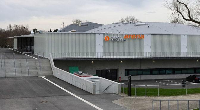 Eingangsbereich der Erdgas Schwaben Arena in Kaufbeuren.