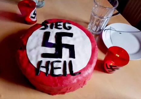 Photos aus der Akte zeigen, wie prägend der Nationalsozialismus für Voice of Anger und Benjamin Einsiedler ist.