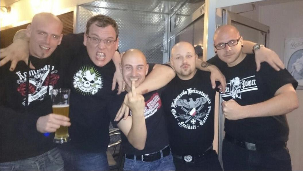 Voice of Anger-Anhänger mit Alexander Nusser im Shirt mit der Aufschrift »White Power 88«, der 2018 als zahlendes Mitglied von Combat 18 enttarnt wurde.