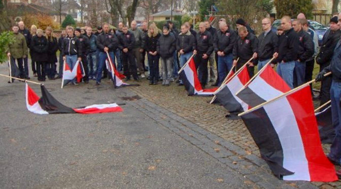 Naziskins huldigen NS-Tätern