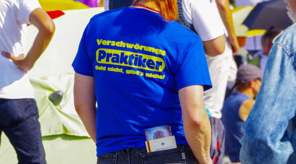 Auch ein selbsternannter »Verschwörungs-Praktiker« beteiligte sich an der Querdenken-Demonstration am 13. September in Ravensburg.