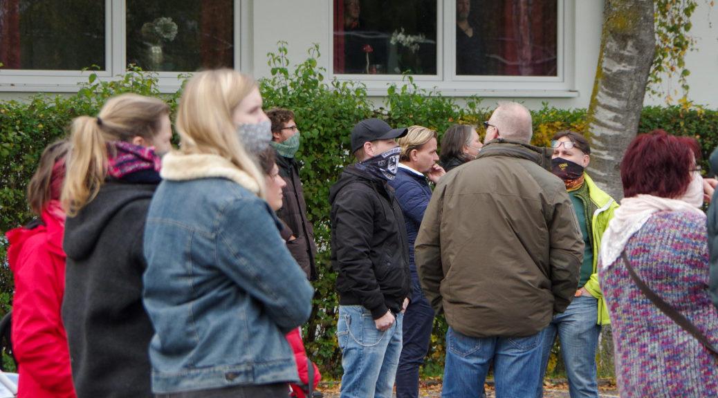 Der Neonazi Marc T. nahm erkennbar als Anhänger von Voice of Anger wie auch der Ex-Vorstand der AfD Unterallgäu, Andreas Häuser, an der Versammlung der selbsternannten Querdenker teil.