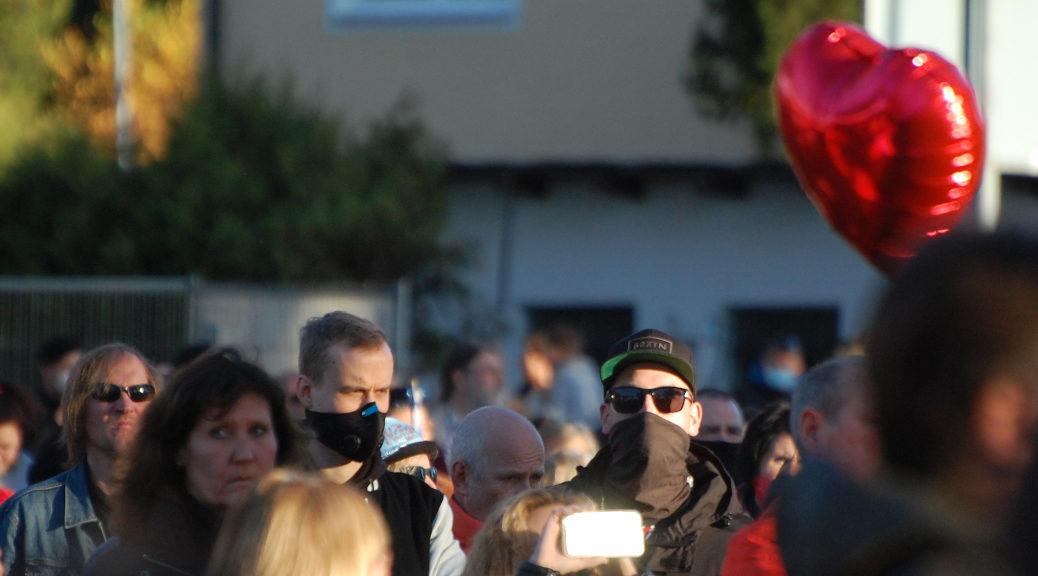 Erneut nimmt der Voice of Anger Anhänger Nick D. neben Anhängern der Identitären Bewegung und Kämpfern der Tigers Arena an einer Querdenken-Versammlung in Memmingen teil.