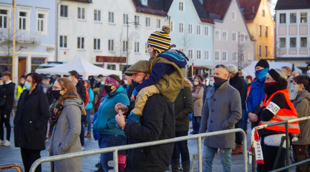 Bis zu 1000 Personen wollte Querdenkenmitten in der Hochphase der Pandemie am vorweihnachtlichen Samstagnachmittag zum Hildegardplatz in Kempten mobilisieren.