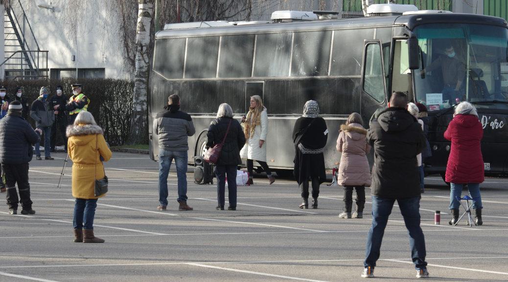 Am frühen Sonntagnachmittag machte die sogenannte »Frauen-Bus-Tour« einen Stopp auf dem Stadionparkplatz in Memmingen.