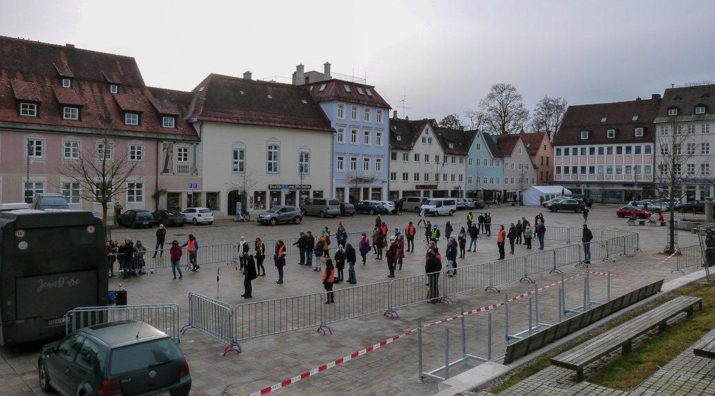 Beim Stopp der »Frauen-Bus-Tour« in Kempten zählte die Polizei 43 Teilnehmende.