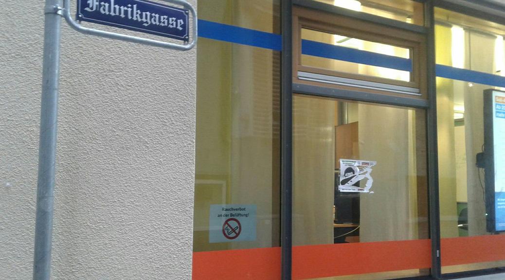 Plakat von Maskengegner_innen in der Ravensburger Fabrikgasse.