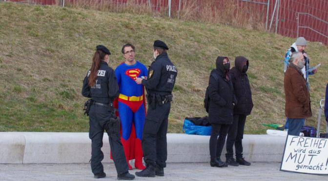 Querdenken-»Superman« relativiert Schoah und Nationalsozialismus