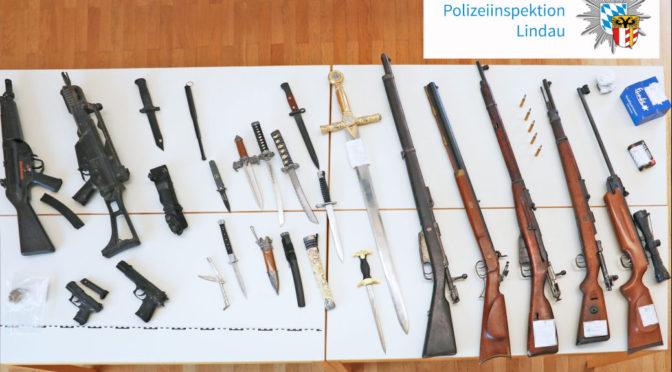 Polizei stellt Waffen und Nazi-Kennzeichen sicher