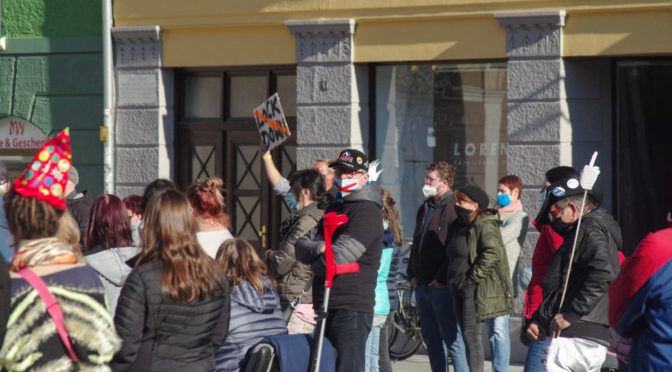 Querdenken zieht sich vor Protest und Polizei zurück