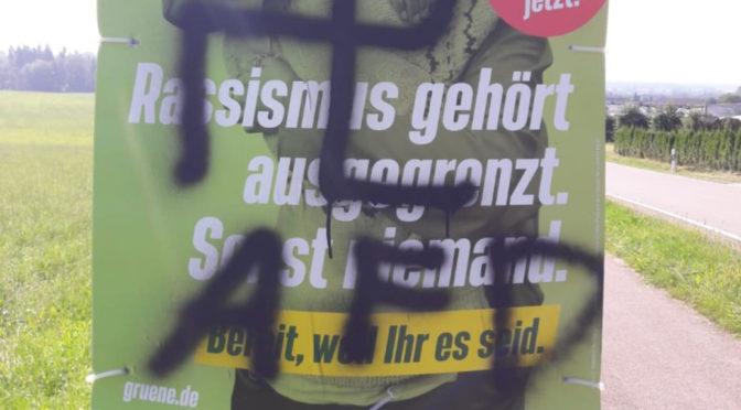 Hakenkreuze und »AFD« auf Grünen-Plakate geschmiert