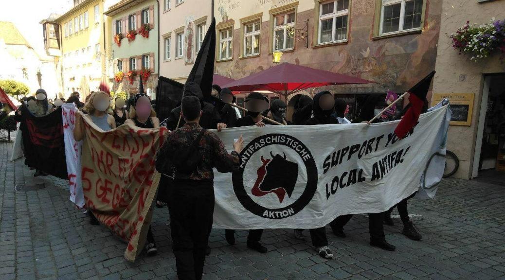 Mehr als 50 Personen demonstrieren im September 2021 unmittelbar nach einem Angriff auf das Juze Tonne durch Wangen.