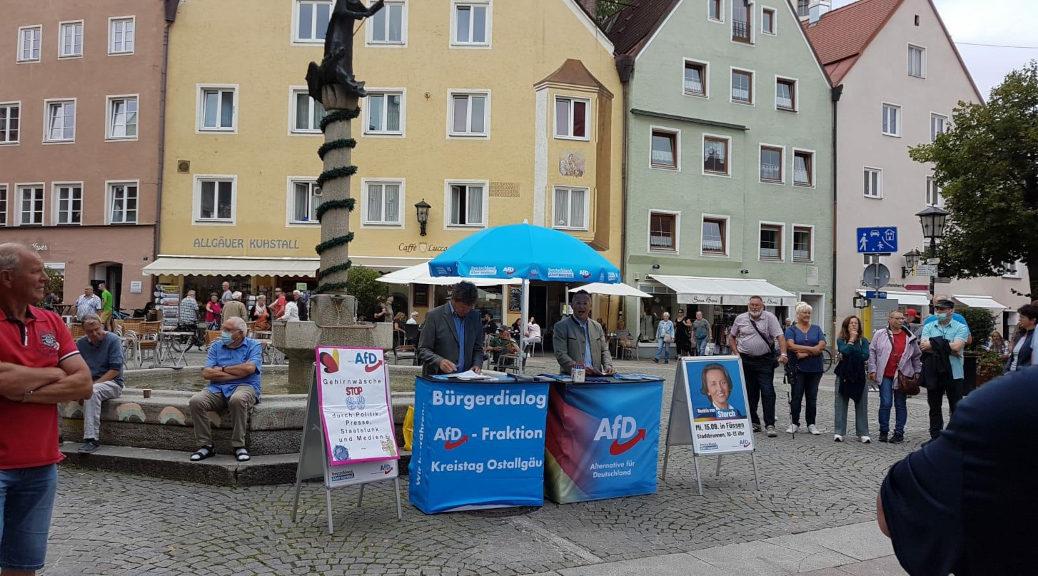 Mit der AfD würden »Rassismus und Ausgrenzung normal«, warnen die Omas gegen Rechts am 15. September 2021 am Infostand der Rechtsaußenpartei in Füssen.